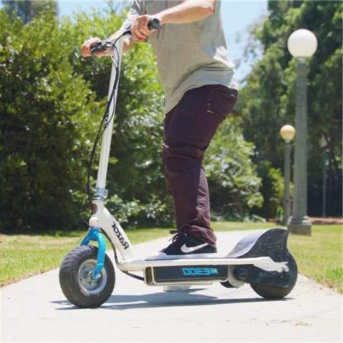 Razor 24 Watt Scooter. White